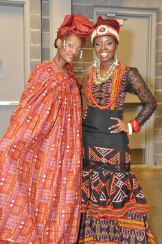Love these traditionl african fashion 58274 African Dresses For Women, African Attire, African Women, African Life, African Clothes, African Fashion Designers, African Print Fashion, African Prints, African Textiles