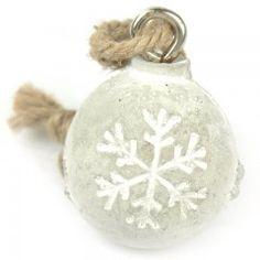 Zeit für Veränderung? Wie wäre es mit kleinen Weihnachtskugeln aus Beton. Minimalistisch schön!