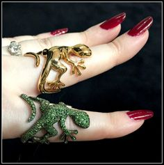 Two darling little lizard rings from Mattioli; one in gemstones, one all gold. Spotted at VicenzaOro.