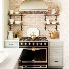 We're looking for New York inspiration tonight & have found it with this quaint kitchen by @jennywolfinteriors  #kitchen #jennywolfinteriors #interiordesign #interiors #renovate #renovation #style #design #decor #thestylephiles #brickwork #exposed #exposedbrick #newyork #thebigapple #bigdreams #outlook #travel #explore #inspiration