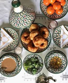 A traditional Moroccan breakfast discovered by Moon & Stars 🎇⭐🌑 Morrocan Food, Moroccan Kitchen, Moroccan Party, Moroccan Design, Moroccan Decor, Moroccan Breakfast, Breakfast Around The World, Harira, Tasty