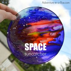 Make the space suncatchers from plastic plates! Out-of-the-world craft for kids who are interested in cosmos.