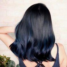 Hot Hair Colors, Hair Color For Black Hair, Hair Color For Asian, Hair Color Dark Blue, Blue Tips Hair, Blue Hair Highlights, Blue Hair Streaks, Chunky Highlights, Caramel Highlights