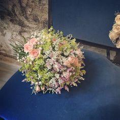 ramo con flores silvestres y rosas de jardn