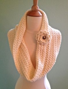 Crochet infinity scarf, Crochet infinity cowl, crochet eternity scarf, crochet circle scarf, crochet cowl scarf, cream infinity scarf