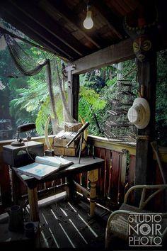 Jungle Camping Very cool rustic Safari, Indiana Jones Room, West Indies Style, British Colonial Decor, Adventure Aesthetic, Tiki Lounge, Tiki Room, Sweet Home, Radios