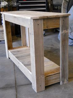 #Entrance, #PalletTable, #RepurposedPallet I just came up with this style and very easy to make, I like how the legs came out and are very sturdy.