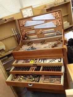 Lie Nielsen Tool Events Story by Darnell Hagen (DarnellHagen) on Photobucket Woodworking Tool Cabinet, Woodworking Workshop, Woodworking Projects Diy, Woodworking Tools, Old Tool Boxes, Wood Tool Box, Wooden Tool Boxes, Tool Storage Cabinets, Lumber Storage