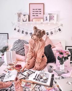 💕 INSPIRATION EVENING 💕 Because a Sunday well spent is a week full of content 🙈 I'm currently looking for new inspiration and I'm super… Teen Bedroom, Room Decor Bedroom, Sala Grande, Tumblr Rooms, Pink Aesthetic, My Room, Girly Things, Home Decor, Winter Holidays