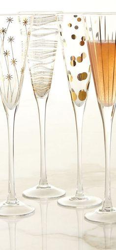 ¿Que tal si economizamos y hacemos nuestras propias copas para novios? Ideas para decorar copas de brindis y 3 tutoriales ¡Manos a la obra!