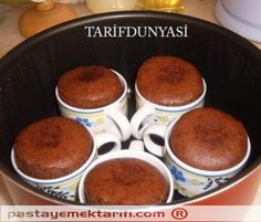 nutella mug cake Real Food Recipes, Cake Recipes, Dessert Recipes, Yummy Food, Chocolate Pastry, Chocolate Desserts, Nutella Mug Cake, Pudding Cake, Turkish Recipes