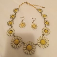 Francesca's Daisy Necklace/Earring Set Francesca's Daisy Necklace/Earring Set. Perfect together but can be separated!! Great statement pieces for spring/summer! Francesca's Collections Jewelry Necklaces