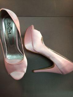 Peep toe meia pata em cetim rosa claro