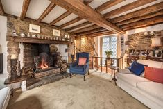 Picnic Chairs, English Cottage Interiors, Character Cottages, Heating And Plumbing, Small Space Solutions, Single Bedroom, Open Fireplace, Home Trends, Big Houses
