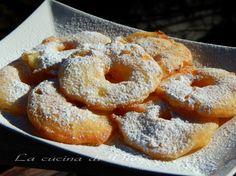 Frittelle di mele ricetta dolce di carnevale facile e veloce da fare. Ricetta frittella dolci a base di frutta. Mele fritte golose ricetta golosa