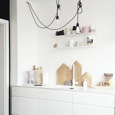 White & pastel kitchen with Ikea 'Botkyrka' wall shelf @frichic