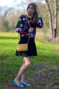 Floral Blouse and Skater Skirt Summer Outfit | Great style idea for every season. Floral tops are my favorite pattern and if you have a black skater skirt it's the best style combination. Love the blue flats because they add some chic vibe to the moden look. Click through for details.
