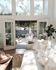 Can we just move in??😍😍 A lil Monday morning inspiration✨✨ image via @pinterest Interior Design Living Room, Living Room Designs, Living Rooms, White House Interior, Living Room White, Interior Colors, Interior Livingroom, Interior Plants, Style At Home