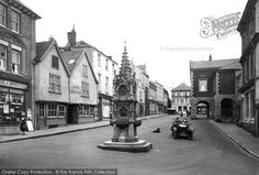Torrington, High Street 1923 Sooo much bigger back then without all the cars Nostalgic Pictures, Historical Pictures, Devon, Old Photos, England, Street View, History, Places, Prints