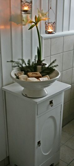Who wouldn't want to see this in a holiday bathroom--I can smell the sweet soaps...