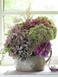 Arreglo floral con hortensias