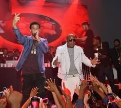 Apple to spend Cash Money on hip-hop doc about Drake's label     - CNET  Enlarge Image  Cash Money founder Birdman (right) on stage with Drake (left).                                              Prince Williams/FilmMagic                                          Apple is reported to be making a documentary about the record label home of Drake L'il Wayne and Nicki Minaj.  According to Music Business Worldwide the documentary telling the story of Cash Money Records will be exclusive to Apple…
