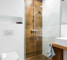 szeregówka po duńsku - Mała łazienka w bloku bez okna, styl skandynawski - zdjęcie od redcubedesign.pl