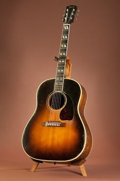Gibson Southern Jumbo - For when I'm old and sitting on the porch strumming songs about runaway dogs, loose women, beers and pickups. Gibson Acoustic, Acoustic Music, Acoustic Guitars, Gibson Epiphone, Gibson Guitars, Acoustic Guitar Photography, Taylor Guitars, Guitar Photos, Beautiful Guitars