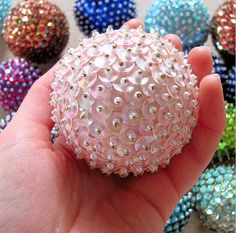 35 beautiful DIY handmade Christmas ornaments - It's Always Autumn Sequin Ornaments, Christmas Ornaments To Make, Noel Christmas, Homemade Christmas, Christmas Projects, Holiday Crafts, Christmas Decorations, Diy Ornaments, Hallmark Christmas