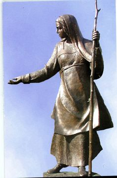 Angela Merici at the College of New Rochelle in Ny 2003 by Sister Margurite Beaudette, SC by Modern Art Foundry New York Central, Central Park, St Angela Merici, New Rochelle, Religious Art, Public Art, Alice In Wonderland, Modern Art, Saints