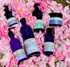 Roses are my all time favorite flowers and their scent is just so feminine and classic, what's not to love? Naturally hydrating, soothing, calming, cooling and rehydrates my skin. My skin is moisturized and radiant...♥https://us.nyrorganic.com/shop/vesna