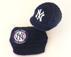 52a4425e1e718 Newborn Baby New York Yankees Outfit Set
