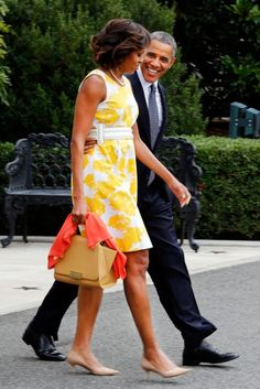 <3 President Barack & First Lady Michelle >> On Their Way to Vacation -=- We Just Love the Way he Lovingly Looks at her !!<3