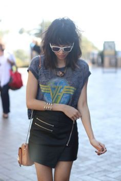 19 Ideas On How To Wear Graphic T-Shirts