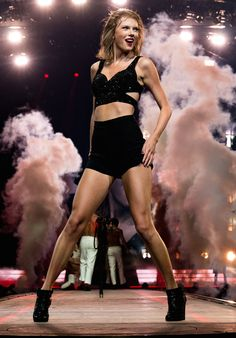 Taylor performing I Knew You Were Trouble during the 1989 World Tour in Los Angeles night one 8.21.15