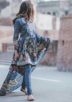 No face makeups Simple Pakistani Dresses, Pakistani Fashion Casual, Pakistani Dress Design, Pakistani Outfits, Indian Dresses, Indian Outfits, Indian Fashion, Ethnic Outfits, Frock Fashion