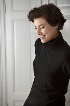 Gudrun Sjödéns Herbstkollektion 2014 - Dieses einfarbige Rollkragenshirt ist praktisch beim Spaziergang und gleichzeitig stilsicher bei festlichen Anlässen. Mehr unter: http://www.gudrunsjoeden.de/Pullover-Shirts--40077d.html