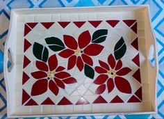 Mosaic Tray, My Folder, Mosaic Flowers, Mosaic Crafts, Mosaic Patterns, Xmas Ornaments, Trays, Stained Glass, Coasters