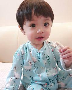 Baby boy and girl Cute Baby Boy, Cute Little Baby, Little Babies, Cute Kids, Baby Kids, Cute Asian Babies, Korean Babies, Asian Kids, Crochet Baby Hat Patterns