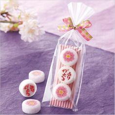 ウェディンググッズ・結婚ありがとう桜(飴3粒)ウエディングギフト・ブライダルギフト・記念・プレゼント・結婚・結婚式・披露宴・演出 Japanese Candy, Japanese Sweets, Packaging Design, Gifts, Beautiful, Japanese Sweet, Presents, Favors, Design Packaging