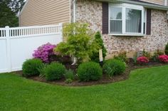diy landscaping on a budget How to Landscape on a Budget? - 7 Easy Landscaping Tips Outdoor Landscaping, Front Yard Landscaping, Backyard Landscaping, Outdoor Gardens, Ranch House Landscaping, Simple Landscaping Ideas, Front Yard Plants, House Landscape, Landscape Timbers