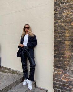 #shevoke #sunglasses #eyewear #fashion #inspo #shevokesquad #style #fashion #inspo #ootd #norm #sylvie #styleinspo #trend #piacattapan #piamance On Repeat, Black And Brown, Normcore, Ootd, Squad, Outfits, Instagram, Style, Fashion