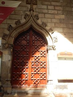 The side entrance to a cathedral in #Barcelona