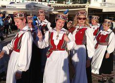 BORUM TANZT: Faszinierend sind die traditionellen Kostüme der Teilnehmer, die nicht nur aus Europa, sondern auch aus Afrika, Asien und Amerika anreisen. Diesen kulturellen Cocktail des Tanzes kannst du einfach nur genießen.