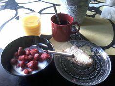 Good MORNING. Healthy&NICE Breakfast. SMILE. Enjoy.SIMPLE.