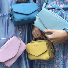 New edition of the popular Emma Handbag by Daniel Silfen: Milano 🤩🙌🏼 In several different colours 🌸💙⭐️🎡 Pastel Outfit, Colorful Fashion, Pose, Jewelry Accessories, Girly, Colours, Style Inspiration, Stylish, New Mexico