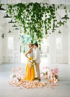 Vintage wedding shoot with bright colors and Cuban setting. Wedding Shoot, Wedding Ceremony, Wedding Ideas, Cuba Wedding, Wedding Venues, Wedding Pictures, Wedding Blog, Wedding Planner, Reception