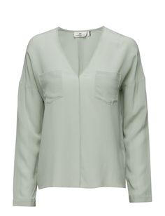 DAY - Day Fans-DAY Fans is a beautiful and luxurious silk shirt. The shirt features long sleeves, a V-neckline and has a slightly loose fit. The silk shirt is a classic choice and a must have within any season. Wear yours with leather pants for a cool and sophisticated look.  Inverted pleats Relaxed fit Chic Elegant and feminine Modern Silk is a naturally lightweight fiber that creates a lustrous finish Loose Fit, Must Haves, Leather Pants, Fiber, Fans, Feminine, Neckline, It Is Finished, Shirt Dress