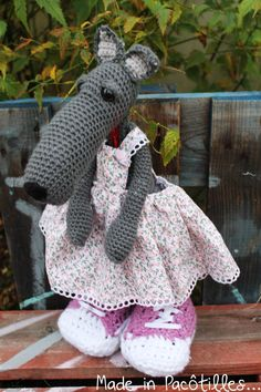 Loup crocheté main - Made in Pacôtilles. Crochet, Dinosaur Stuffed Animal, Blog, Creations, Toys, How To Make, Animaux, Activity Toys, Clearance Toys