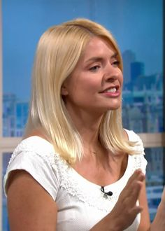 Holly Willoughby forever (Posts tagged daytime tv) Holly Willoughby Bikini, Holly Willoughby Legs, Holly Willoughby Outfits, Taylor Swift Style, White Midi Dress, Tv Presenters, Lingerie Collection, Looking Gorgeous, Looks Great